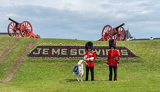 Je me souviens - Image: Changing the Guard ceremony in Québec during the summer 10