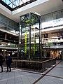Charlottenburg Europacenter Uhr der fließenden Zeit.jpg