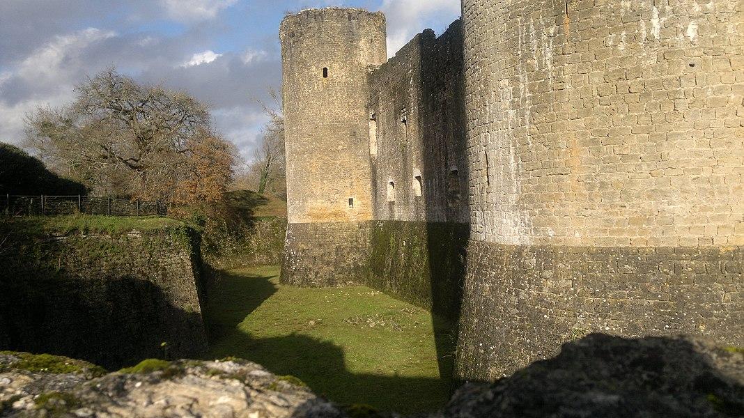 Château fort du 13 ème  siècle