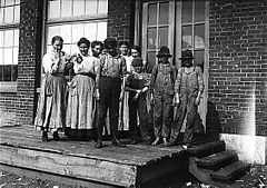 Child workers in Sylacauga, Alabama.jpg