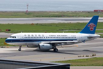 China Southern Airlines, A319-100, B-6239 (19400094542).jpg