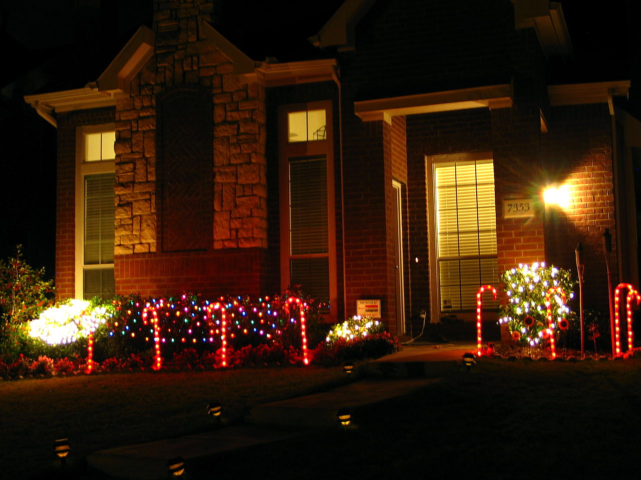 Outdoor decorating for christmas - File Christmas Decoration Outdoors Jpg
