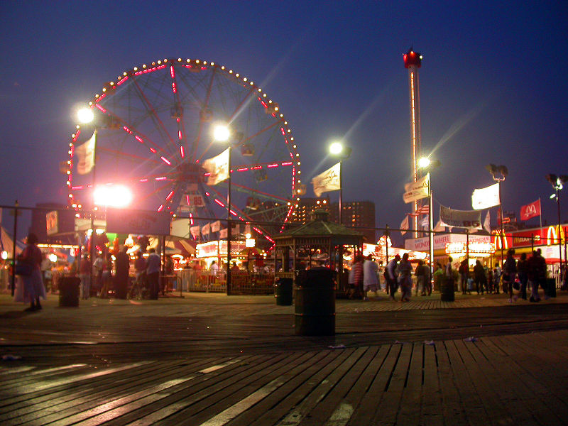 File:Coney Island Astroland at night 2005.jpg