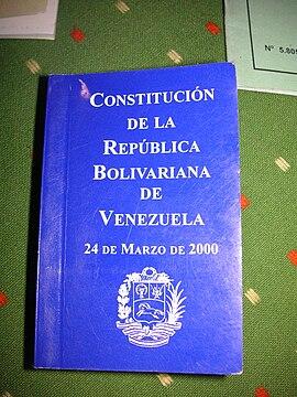 Resultado de imagen para foto de la constitucion venezolana