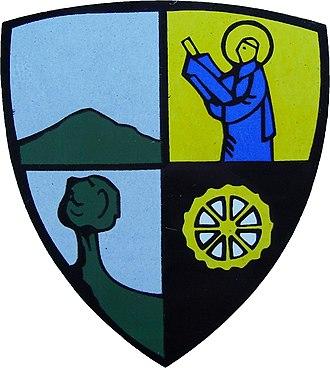 Court-Saint-Étienne - Image: Court Saint Etienne Wappen an der Maison Communale