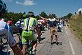 Critérium du Dauphiné 2014 - Etape 6 -Peloton au ravitaillement (4).jpg