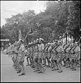 Défilé d'un bataillon de l'Armée nationale vietnamienne (ANV) à Hanoï lors du 14 juillet 1951.jpg