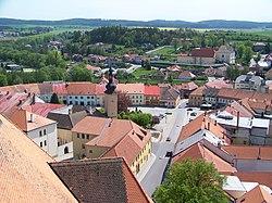 Dačice, Palackého náměstí z věže.jpg