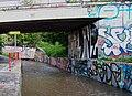 Dalejský potok, pod rampami u Barrandovského mostu (03).jpg