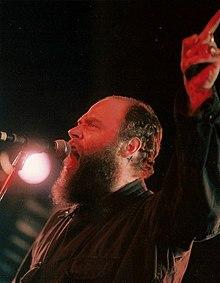 Daniel Higgs singing2.jpg