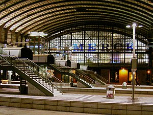 Darmstadt Hauptbahnhof - The elevated concourse of Darmstadt station (2004)