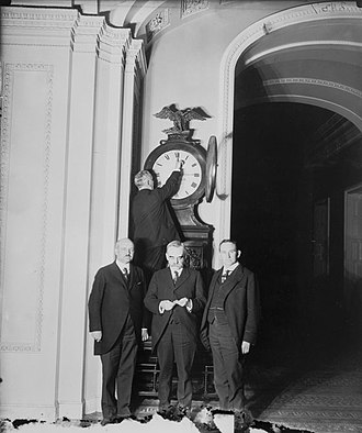 Daylight saving time in the United States - Ohio Clock in the U.S. Capitol being turned forward for the country's first daylight saving time in 1918
