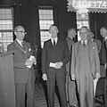 Delegaties uit de drie noordelijke provincien bezoeken Amsterdam, links Burgemee, Bestanddeelnr 910-4174.jpg