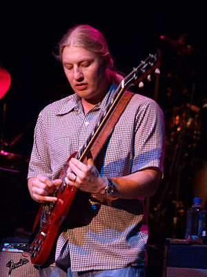 Derek Trucks - Derek Trucks with slide guitar in 2009