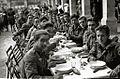 Despedida a los soldados integrantes de la División Azul tras una comida en el patio del Hospital Militar Mola antes de partir (4 de 20) - Fondo Car-Kutxa Fototeka.jpg