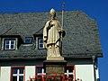 Detail am Lullusbrunnen in Bad Hersfeld. Lullus der Stadtgründer - panoramio.jpg