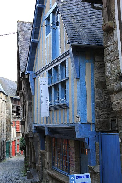 File:Dinan - Maison des Potiers.JPG Исторические памятники Динана, достопримечательности Динана, фотографии Динана