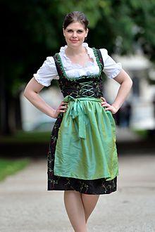 Modernes dirndl outfit