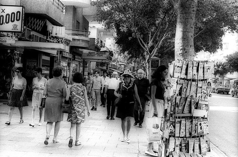 File:Dizengoff Street in Tel Aviv. 003994873.jpg