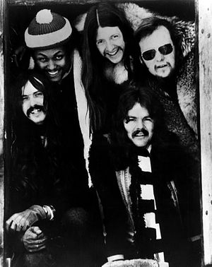 The Doobie Brothers - The Doobie Brothers in 1974 (l–r): Knudsen, Porter, Simmons, Johnston (front), Hartman