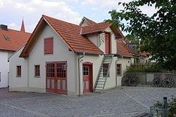 Dorfplatz Althegnenberg Alte Schmiede.jpg