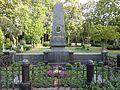 DorotheenfriedhofIberlin Ehrengrab Ernst Renz (3).jpg
