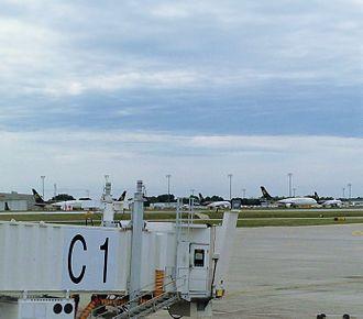 Des Moines International Airport - DSM cargo apron