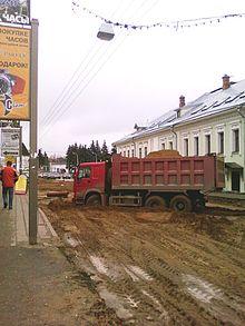 220px-Dump_Truck_on_B._Oktyabrskaya_St._%28Yaroslavl%29_2009.jpg