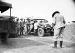 ETH-BIB-Jagdgemeinschaft vor Autos-Kilimanjaroflug 1929-30-LBS MH02-07-0287.tif