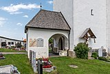 Ebenthal Radsberg Pfarrkirche hl. Lambert Vorhalle und Kruzifix 12062019 6769.jpg
