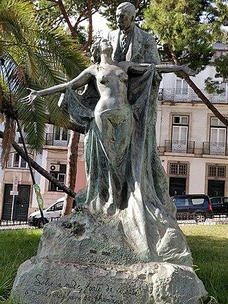José Maria de Eça de Queirós - Statue of Eça de Queroz on Rua do Alecrim in Lisbon
