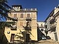 Edificio in Piazza Matrice (Valguarnera Caropepe).jpg