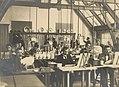 Een van de schilderateliers in de oude fabriek aan het Oosteinde De Porceleyne Fles (cropped).jpg