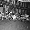 Eindexamen van de Amsterdamse Toneelschool , drie van de zeven geslaagden op de , Bestanddeelnr 916-4903.jpg
