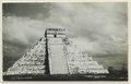 El Castillo , den centrala pyramiden. T. v. krigarens tempel - SMVK - 0307.f.0018.tif