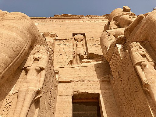 Entryway, The Great Temple of Ramses II, Abu Simbel, AG, EGY (48017126493)