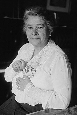 Ernestine Schumann-Heink in 1918 (cropped).jpg