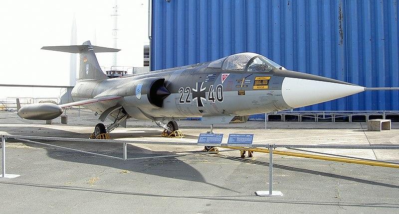 HEUER Bundeswehr NOM DE CODE 6645-12-146-3774 - Page 2 800px-F_104_Starfighter