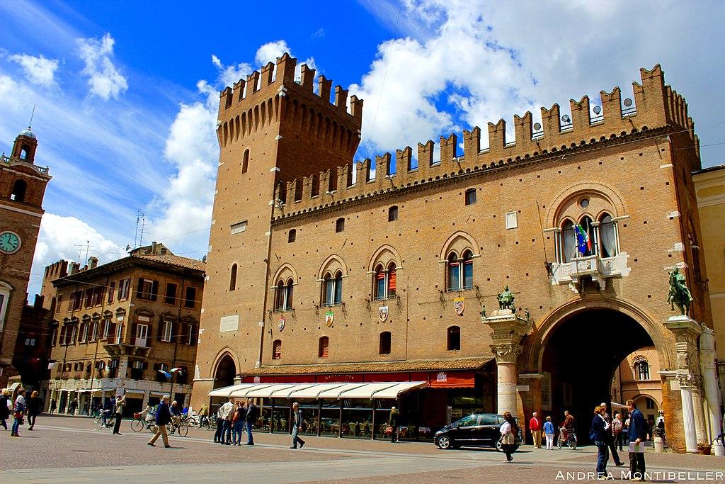 Palazzo Municipale de Ferrare en Italie - Photo d'Andrea.Montibeller