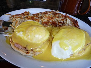 English muffin - Eggs Benedict with hash browns