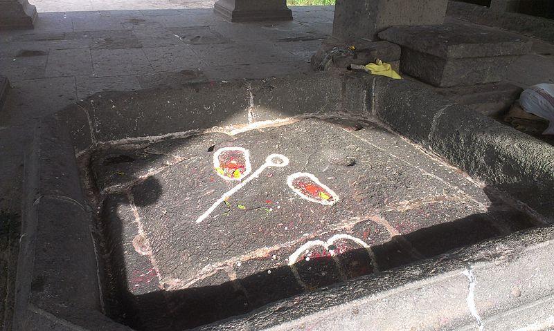 File:Footprints of Lord Vishnu.jpg