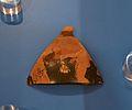 Fragment de copa-skyphos de figures roges, museu de la ciutat d'Alacant.JPG