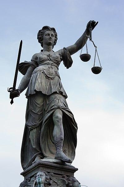 File:Frankfurt Am Main-Gerechtigkeitsbrunnen-Detail-Justitia von Nordwesten-20110411.jpg