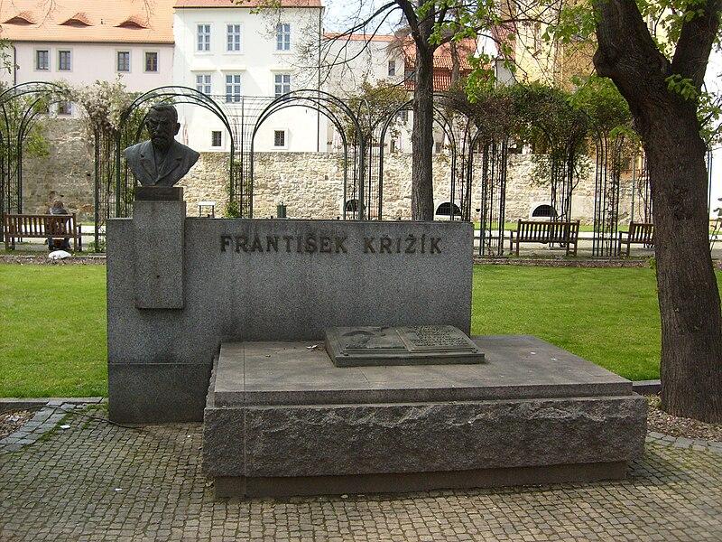 Soubor:František-Křižík-monument.jpg