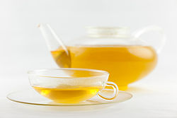 Frisch aufgebrühter Grüner Tee Gunpowder in Wagenfeld Service.jpg