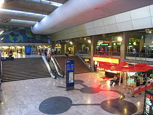 Gare Montparnasse - Image: Gare Montparnasse Concourse 2009