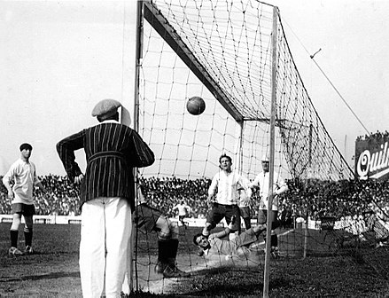 Cesareo Onzari scores a goal for Argentina against Uruguay at Estadio Sportivo Barracas. This was the first goal scored direct from a corner kick, in 1924. Gololimpicodeonzari.jpg