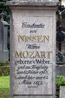 Grabstein von Constantia Nissen im Innenhof des Sankt-Sebastiansfriedhofs in Salzburg (Quelle: Wikimedia)