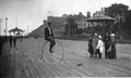 Grand bi sur la terrasse Dufferin vers 1900.jpg