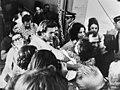 Griekse politieke gevangenen vrij van Yaros begroeting van familieleden, Bestanddeelnr 927-3546.jpg